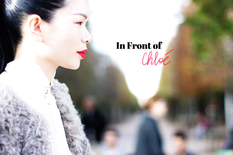In front of : Chloé