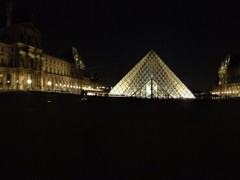Le Louvre by night