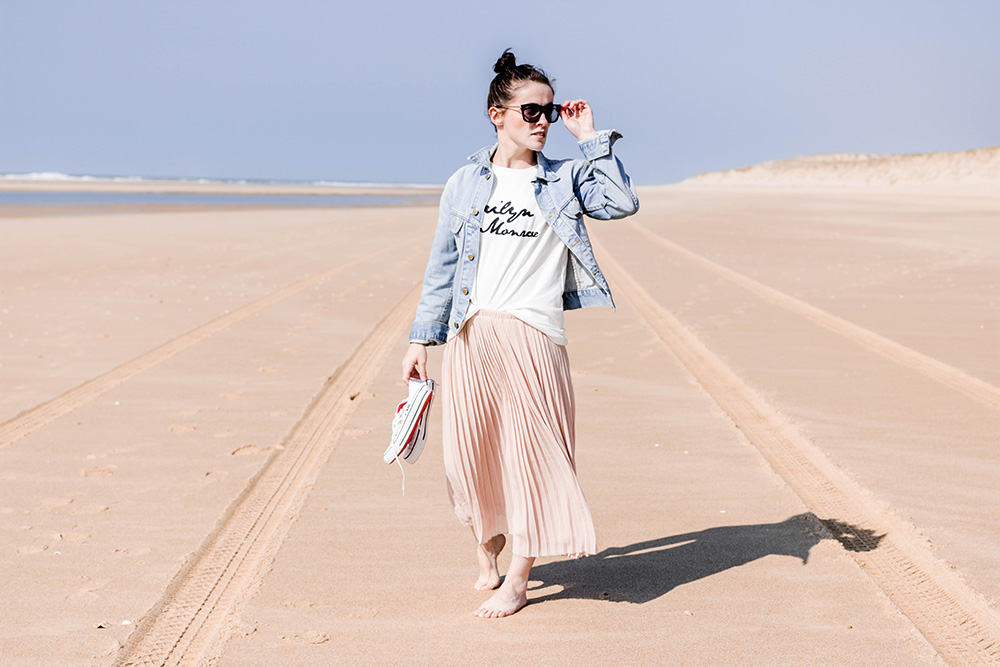 Look : Jupe plissee rose et veste denim