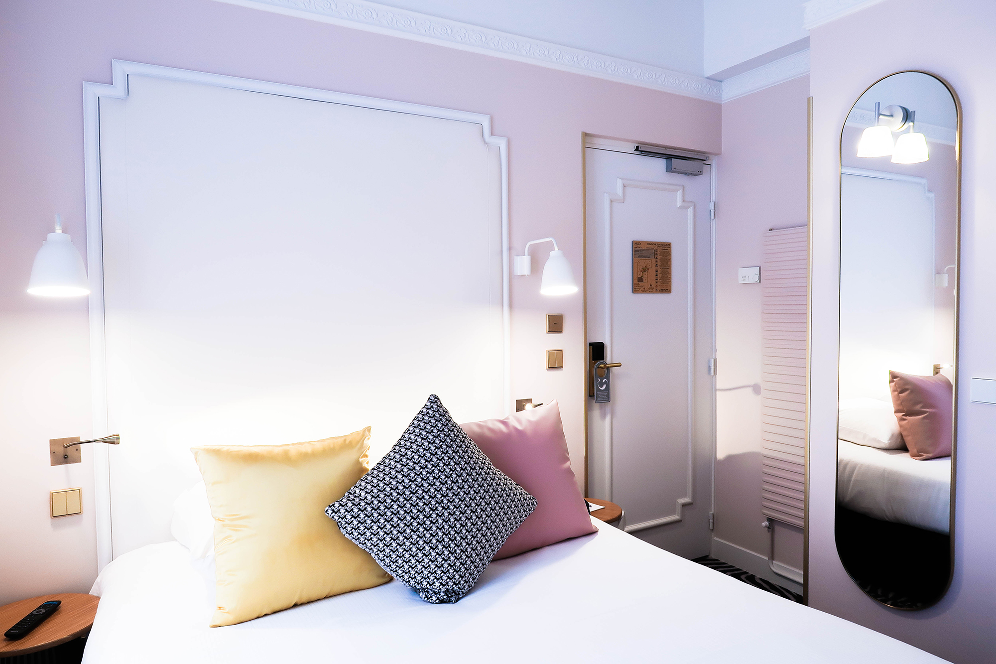 hotel review o dormir paris hotel pastel i. Black Bedroom Furniture Sets. Home Design Ideas